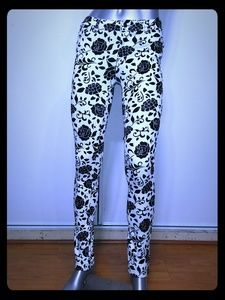 ACTIVE • Fitted Floral Jegging / NWT (M)